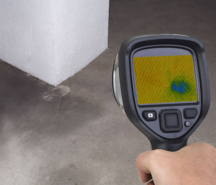 Localizing a suspected leak in a building can turn to be delicate, sometimes requiring to stop operations, if not probe walls or floors but fortunately thermal imaging makes it easier to detect leaks.
